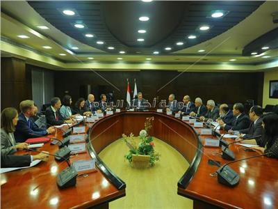 وزير النقل: 605 مليون يورو لإعادة تأهيل السكك الحديد والمترو