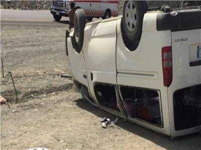 إصابة 4 أشخاص في حادث انقلاب ميكروباص في الوراق