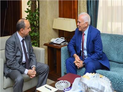 «وزير التجارة» يبحث مع «سفير اليونان» المشاركة في «القمة العربية الأوروبية»