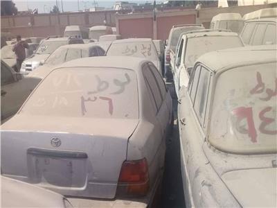 جمارك مطار القاهرة تعرض 61 سيارة و«توك توك» للبيع