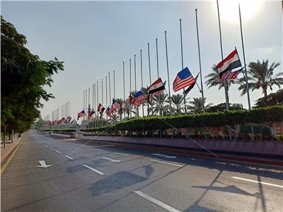 رفع الأعلام «المصرية – الأمريكية» بالمطار استعدادا لوصول «ميلانيا ترامب»