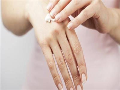 قبل الشتاء  نصائح للتخلص من جفاف الجلد.. وفائدة مميزة للعرق