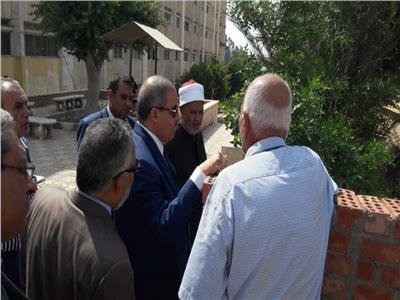 صور| رئيس جامعة الأزهر يتفقد إنشاءات بوابة فرع البنات