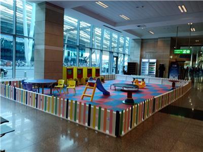 المطار يُخصص منطقة للأطفال داخل صالة الوصول