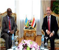 وزير الطيران المدني يلتقي سفير رواندا بالقاهرة