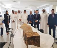 «الخارجية» تسلم «الآثار» غطاء تابوت مصري تم ضبطه بالكويت