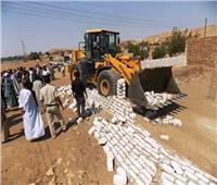 محافط أسوان يتابع تنفيذ حملات إزالة تعديات على أراضي الدولة