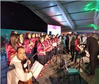 أجراس الكنيسة تمتزج بترانيم وإنشاد ديني في ملتقى سانت كاترين العالمي