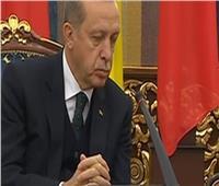 أردوغان يستسلم للنوم في مؤتمر صحفي رئاسي.. فيديو