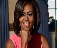 ميشيل أوباما تستعرض مع جمهورها النسخ الأولى من مذكراتها