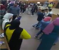 بالفيديو| مدرج جامعي يتحول إلى مرقص شعبي