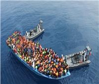 مئات المهاجرين يحتشدون على جسر بين جواتيمالا والمكسيك