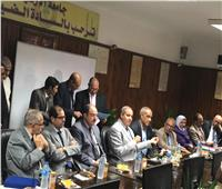 صور| رئيس جامعة الأزهر يُكرم مدير عام الشئون الإدارية