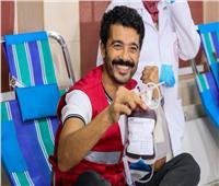 صور| خالد النبوي يدعو للتبرع بالدم لإنقاذ الإنسانية