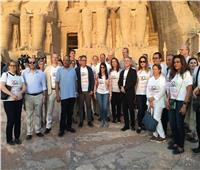 صور| وزراء الآثار والسياحة والتضامن  يشهدون تعامد الشمس على معبدي أبو سمبل