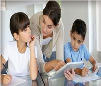 «استاذ علم نفس» يوجه تحذير للآباء بشأن أسئلة الأطفال المحرجة