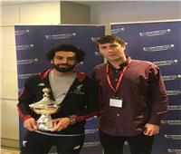 محمد صلاح يتسلم جائزة أفضل لاعب بالدوري الإنجليزي