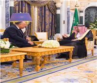 خادم الحرمين يتسلم رسالة من الرئيس السيسي