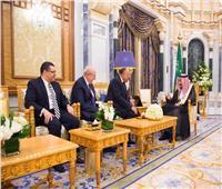 الرئيس السيسي يوجه رسالة إلى خادم الحرمين الشريفين