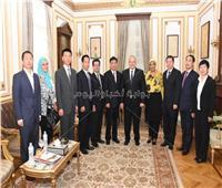 صور| رئيس جامعة القاهرة يلتقي وفداً من بكين لبحث سبل التعاون والتبادل الطلابي