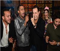 صور| «ديو» حكيم ورمضان وساموزين في عيد ميلاد داليا مطر