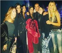 ابنة عمرو دياب تظهر مع دينا الشربيني في لندن