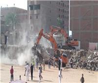 إزالة التعديات بمدينة السلام لفتح محور مروري