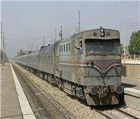 «سيارة ربع نقل» تقتحم شريط السكة الحديد في أسوان