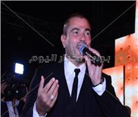 صور| عمرو دياب ورامي عياش يشعلان زفاف «وليد ونورهان»
