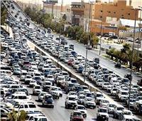 بالفيديو| كثافات مرورية عالية على معظم الطرق والمحاور بالقاهرة