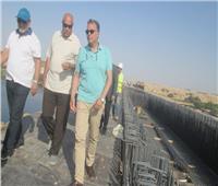 وزير النقل يتابع المشروعات الجارية التي تقام على أرض أسوان