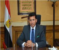 وزير الشباب والرياضة يهنئ محمد إيهاب على «ذهبية الأثقال»