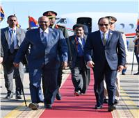 الرئيس السيسي يلتقي نظيره السوداني بشرم الشيخ