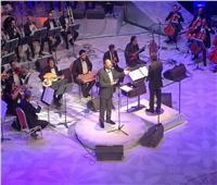 علي الحجار يفتتح حفله بمهرجان الموسيقى بأغنية «المال والبنون»
