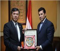 وزير الرياضة يلتقي سفير أوزبكستان بالقاهرة