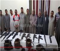 فيديو| ضبط 14 شخصا بحوزتهم 12 قطعة سلاح ناري بأسيوط