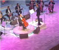 عماد عاشور يعزف على «تشيللو» في الأوبرا