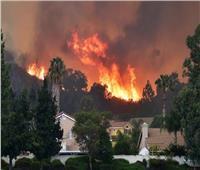 حريق ضخم يلتهم مقاطعة بولاية كاليفورنيا الأمريكية