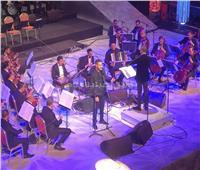 محمد الشرنوبي يغني «أمتى الزمان وليالينا» في الأوبرا