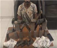 فيديو| ضبط 152 طربة حشيش بحوزة تاجري مخدرات في السويس والغردقة
