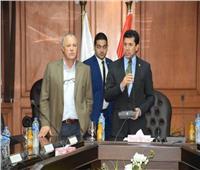 وزير الرياضة والسفير التونسي يتابعان الاستعدادات لمباراة مصر وتونس