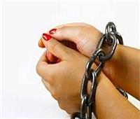 حبس ربة منزل وعاطل لاتهامهما بسرقة «لبان»