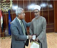 محافظ أسوان يكرم الشيخ سعودي مرزوق لدعمه الوحدة الوطنية