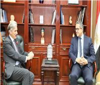 وزير الآثار يلتقي السفير البريطاني