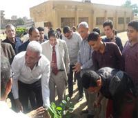 «نقيب معلمي المنوفية» يغرس أول شجرة مثمرة تنفيذاً لمبادرة الرئيس السيسي