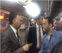 بالصور.. وزير النقل وسط ركاب المترو: خطة شاملة لتطوير الخطوط