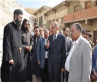 محافظ أسيوط يقدم العزاء لأسقف دير الأمير تادرس الشطبي في ضحية الأمطار