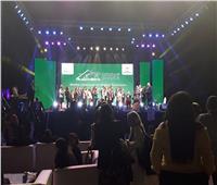 تكريم الأطفال المشاركين في عرض افتتاح مؤتمر «التنوع البيولوجي»