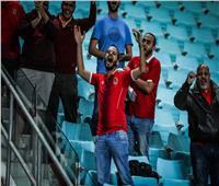 جمهور الأهلي يساند اللاعبين في مرانهم بالإمارات
