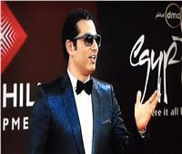 صور| بعد انتقاده في الجونة.. عمرو سعد بـ«لوك» جديد في «القاهرة السينمائي»